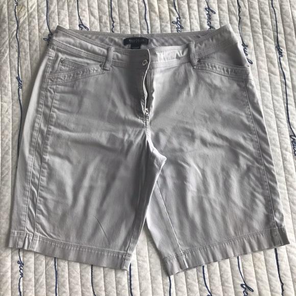 White House Black Market Pants - WHBM Grey Shorts/Bermuda size 8 in great shape 👍